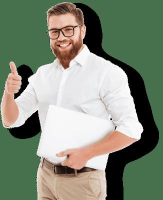Junger Mann weist auf Vorteile einer Versicherung hin