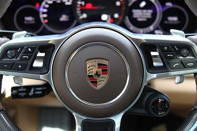 Beste Porsche Versicherung für Ihren Sportwagen finden